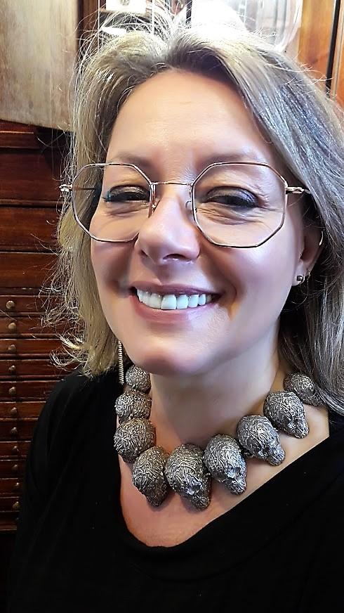 collier vanitas portée par Anne Desmarest de Jotemps